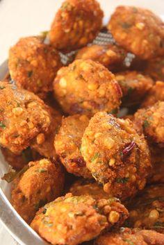 Sreelus Tasty Travels: Garam Garam Masala Vada Anyone ? Indian Appetizers, Easy Appetizer Recipes, Great Appetizers, Indian Snacks, Indian Food Recipes, Snack Recipes, Cooking Recipes, Andhra Recipes, Vegetarian Food