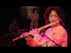 Gayatri Mantra Live 2009 - Deva Premal, Miten with Manose. http://youtu.be/t6NYJyUohEI