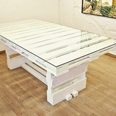 Ok...so this one looks simple to do...I think I could do this without a problem. #pallet #table