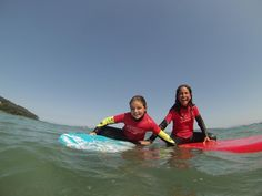 Carolina y Maria, surfing in family