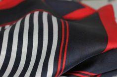 Carré en soie St Tropez, square silk scarf natural pure silk. Foulards chics chez Princesse foulard.