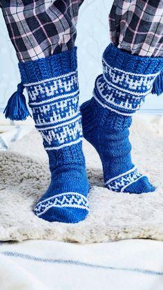Ahtojää-villasukat – katso ohje!   Meillä kotona Boot Cuffs, Knitting Socks, Leg Warmers, Legs, Boots, Fashion, Knit Socks, Leg Warmers Outfit, Crotch Boots
