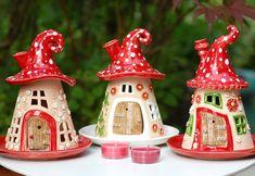 Honiglicht-Elfenhäuschen Windlichter aus Keramik in Fliegenpilzoptik.