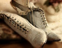 What Becomes of Old Shoes. Picnic At Hanging Rock, House Of The Rising Sun, Yennefer Of Vengerberg, Old Shoes, Le Far West, Anne Of Green Gables, Kate Winslet, Character Aesthetic, Jane Austen