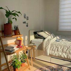 Room Design Bedroom, Room Ideas Bedroom, Bedroom Inspo, Study Room Decor, Zen Bedroom Decor, Small Bedroom Hacks, Fairy Bedroom, Bedroom Plants, Design Room