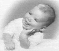 Sandra Bullock Celebrity Baby Pictures, Celebrity Babies, Baby Photos, Young Celebrities, Young Actors, Celebs, Sandra Bullock Baby, Childhood Photos, Star Children