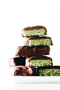 Matcha green tea and flakey coconut combine inside a snappy dark chocolate shell to create an easy sweet vegan + paleo treat with just 6 ingredients! Healthy Vegan Snacks, Paleo Treats, Savory Snacks, Healthy Dessert Recipes, Candy Recipes, Easy Snacks, Sweet Recipes, Desserts, Vegan Recipes