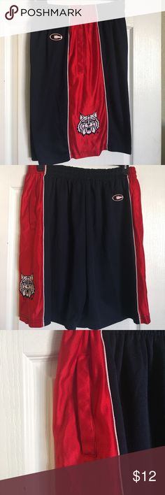 "Men Wildcats Shorts  Size XL 22"" in length. Cats logo on both shorts leg. Pockets on both sides also. Lint balls that can be removed.  Great short. As it is. Colosseum Shorts Athletic"