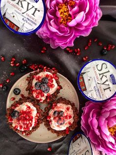 Skyr jogurtové tartaletky - Jana Earl - Fitness & Nutrition Fitness Nutrition, Muffin, Breakfast, Food, Morning Coffee, Essen, Muffins, Meals, Cupcakes