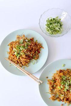 Esta receta de quinoa esta realmente deliciosa y harás que te olvides del arroz salteado, con muchas verduras y huevo, perfecta! Veggie Recipes, Vegetarian Recipes, Healthy Recepies, Cereal Recipes, Nutrition, Food Inspiration, Clean Eating, Good Food, Meals