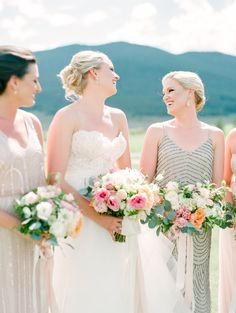 I fancy myself a city girl, but that doesn't mean I don't also appreciate the wide, open spaces. Especially when they comein the form of a crazy gorgeous Colorado wedding photographed byConnie Whitlock.With mountain scenery as the backdrop,A Vintage Affairplanneda