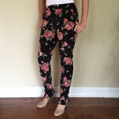 SALE‼️HOST PICK‼️Floral pants Very cute black floral pants with small opening at the ankles run big Pants