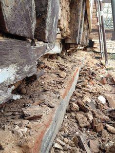 : Holzbau: Sanierung einen Eichenfachwerks und Erneuerung der Schwellen. Mauerearbeiten: Fachwerkausfachung mit Abruchziegeln.