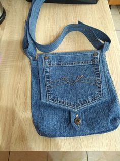 Bag from old jeans Style I enjoy Jeans ! And much more I want to sew my own personal J Terrific Pics ? Bag from old jeans Style I enjoy Jeans ! And much more I want to sew my own personal Jeans. Next Jeans Sew Along I am likel Denim Backpack, Denim Purse, Jean Crafts, Denim Crafts, Altering Jeans, Blue Jean Purses, Denim Ideas, Denim Shoulder Bags, Old Jeans