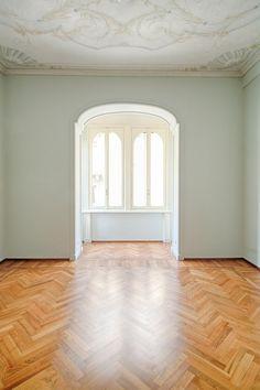 Dinterni Interior Design / L'epoca dei grandi spazi - Un ambiente luminoso, grazie a un intervento di pregio attento al particolare http://www.dinterni-interiordesign.com/it/progetti-e-ristrutturazioni/lepoca-dei-grandi-spazi