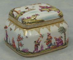 Meissen porcelain lift lid dresser box with blue Meissen stamp to underside height: 4 in. Width: 5 1/2 in.