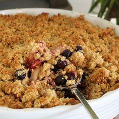 This really is the ultimate apple blueberry crumble! It's so simple to make, takes only 10 minutes to prepare and is a sure winner with the whole family!