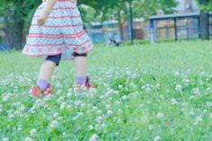 シメツメクサと少女_横浜_運河パーク