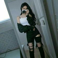 Afbeeldingsresultaat voor ulzzang girl black and crop top outfits Edgy Outfits, Korean Outfits, Mode Outfits, Cute Casual Outfits, Grunge Outfits, Girl Outfits, Fashion Outfits, Fashion Ideas, Korean Clothes
