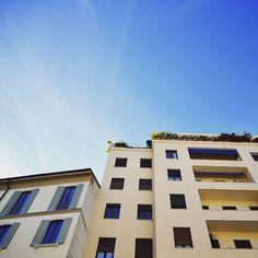 L'azzurro del cielo in centro a Milano e i palazzi color giallo Milano  . #architempore #ayellowmark #architecturephotography #archilover #architecture #facades #nikonitalia #huntgramitaly #mashpics #visitmilano #milano #milan #igerslombardia #igersitalia #milanodaclick #milanodavedere #aroundmi #liveauthentic #livetravelexplore #passionpassport #vscoitaly #vscoeurope #architettura #architektur #volgomilano #volgoitalia #aprileinlove by violettabreda