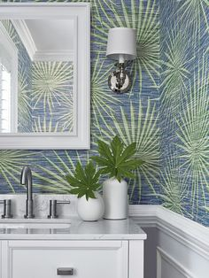 Powder rooms are the ideal spot for pattern and color. And no worries about water contact from showers and baths. Thibaut's Palm Frond wallpaper from its Tropics collection adds a perfect coastal vibe to a home. Coastal Wallpaper, Palm Wallpaper, Powder Room Wallpaper, Green Wallpaper, Wallpaper Online, Bathroom Wallpaper, Tropical Wallpaper, Beautiful Wallpaper, Wallpaper Ideas