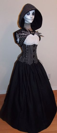 Everybody likes Jack Skellington. I think this is a great costume for halloween, isn& it girls? Halloween Cosplay, Cosplay Costumes, Cosplay Ideas, Corset Halloween Costumes, Halloween Prop, Halloween Witches, Happy Halloween, Halloween Decorations, Mister Jack