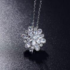 Unique Design Luxury Wedding Necklace Pendants Real Platinum Plated Zircon Flower Shape Necklace Ladies Accessories CNL0016-B