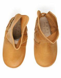 Camelkleurige pantoffellaarsjes - Easy Peasy