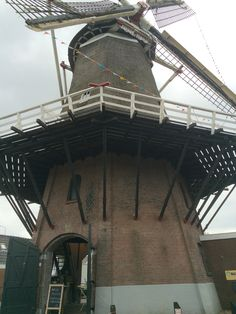 Molen Het Hert te Putten (Gld.) is een in 1899 gebouwde windmolen. De houten achtkant is afkomstig uit de Zaanstreek. De naam verwijst naar het op de molen aangebrachte gemeentewapen, waarin een hert voorkomt. De molen heeft drie stellingdeuren. Er zijn nog twee koppel maalstenen aanwezig.