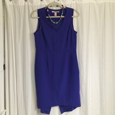 Sz M Forever 21 Asymmetrical Cobalt Blue Dress Size medium (US) Forever 21 cobalt blue shift dress. The back hem is asymmetrical with a layered effect and falls a bit longer than the front hem for a cool modern look. Great for office-to-cocktails! Forever 21 Dresses Asymmetrical
