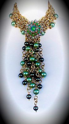 Brass chainmail necklace, pearls Czech glass and vintage brooch. CLOVIS Joyas.