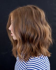 Drawing inspiration from high fashion, art & film, celebrity hair stylist Anh Co Tran has perfected the 'customized' haircut, also known as 'Lived-in Hair. Haircuts For Teenagers, Girls Haircuts Medium, Teen Haircuts, Teen Hairstyles, Cute Haircuts, Shoulder Haircut, Shoulder Length Hair, Medium Hair Cuts, Medium Hair Styles