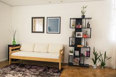 Casa Aberta 05 Apartment Living, House Colors, Living Room Decor, Bookcase, Sweet Home, Gallery Wall, Shelves, Couch, Inspiration