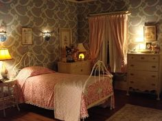 Little Edie's Childhood Bedroom from the set of HBO's Grey Gardens Grey Gardens House, Gray Gardens, 1930s House, Sims House, Bedroom Themes, Bedroom Ideas, Home Pictures, White Furniture, Home Bedroom