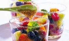 Uma salada de fruta perfeita para o seu pequeno-almoço, apta para alimentação sem leite e vegan. Tente fazer esta opção nutritiva e muito bonita de uma salada de fruta!