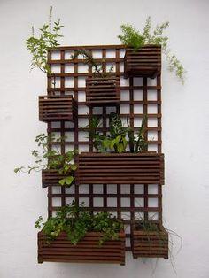 Treliças e Cachepôs de Madeira - Small Balcony Garden, Terrace Garden, Indoor Garden, Garden Art, Jardim Vertical Diy, Vertical Garden Diy, House Plants Decor, Plant Decor, Balcony Design