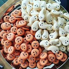 How adorable are these Halloween macarons ! Halloween Desserts, Comida De Halloween Ideas, Bolo Halloween, Postres Halloween, Halloween Food For Party, Halloween Cookies, Easy Halloween, Halloween Treats, Halloween Macaroons