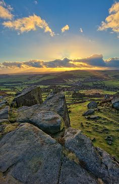 Curbar Edge Sunset, Derbyshire, England (by Steve Bark) Beautiful World, Beautiful Places, Nature Photography, Travel Photography, British Countryside, Seen, Derbyshire, Nature Pictures, Amazing Nature