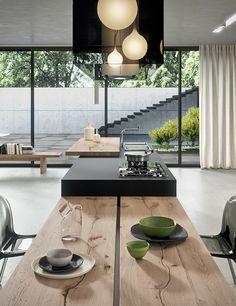 Cucina con ante composte principalmente da un telaio in alluminio estruso, leggero, solido e con spessori ridotti, capace di aumentare il valore della cucina abbinato ai frontali di spessore 4 e 6 mm. Disponibili in numerose finiture estetiche.