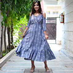 Stylish Dresses For Girls, Girls Dresses, Prom Dresses, Kurta Designs Women, Blouse Designs, Simple Anarkali Suits, Tunics, Blouses, Anarkali Dress