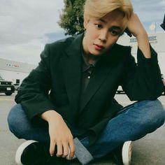 jimin decides to run a fanpage dedicated to his idol, jeon jungkook. Bts Jimin, Bts Bangtan Boy, Bts Boys, Jimin Hot, Park Ji Min, Yoonmin, Foto Bts, Bts Photo, Busan