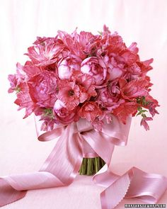 Hot Pinks    In spite of its sweet nature, pink can be chic, even masculine. Roses with fuchsia-tipped petals strike a nice balance between being subtle and standing out.