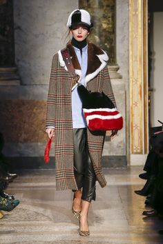 The complete Simonetta Ravizza Fall 2018 Ready-to-Wear fashion show now on Vogue Runway.