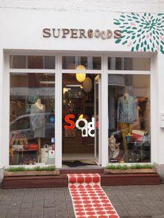 Supergoods - Kleurrijke ecodesignwinkel met heel wat schone kleren in de rekken. - Onze-Lieve-Vrouwestraat 116, 2800 Mechelen