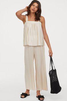 Pantalon plissé - Beige poudré - FEMME | H&M FR 2 Beige, Jumpsuit, Pants, Dresses, Fashion, Elastic Waist, Style, Women, Pleated Pants
