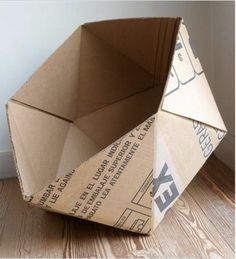 En Sustentator nos encanta traerte ideas para reciclar materiales y hacer algo útil para tu casa. Hoy encontramos está cucha para perros o gatitos (o en su versión mini, para guardar cosas de escritorio), o para poner revistas, ropa sucia, chiches de chicos… lo que se te ocurra! La armó Nadia Rzo que desarrolla Papeles Pequeños. Si te…