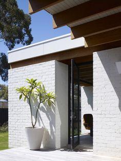 Hampton, Australia, modernist, neutra, ellwood, kennedy nolan, minimal, simplicity, sliding doors, travertine, beams, california modernism