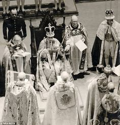 The Queen has only ever worn St Edward's Crown on her Coronation Day. The crown was used by the Archbishop of Canterbury at the actual moment of coronation at Westminster Abbey. Queen Elizabeth Father, Princess Elizabeth, Queen Mother, Elizabeth Ii, Uk History, Asian History, British History, Tudor History, History Facts