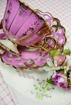 Vintage Pink Tea Cup Gift Set, You can enjoy morning meal or different time times using tea cups. Tea cups likewise have decorative features. Once you go through the tea cup designs, you will see this clearly. Pink Tea Cups, Tea Cup Set, My Cup Of Tea, Tea Cup Saucer, Tea Sets, Vintage Cups, Vintage China, Teapots And Cups, Romantic Cottage