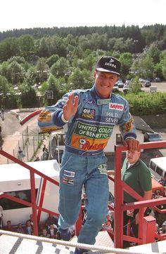 Kürzlich drehte der 18-jährige Mick Schumacher, Sohn des siebenfachen Formel-1-Weltmeisters Michael Schumacher, auf der Rennstrecke von Spa-Francorchamps seine ersten Runden... Michael Schumacher, Mick Schumacher, Formula 1 Car, F1 Drivers, Lewis Hamilton, G Wagon, Car And Driver, F 1, Courses